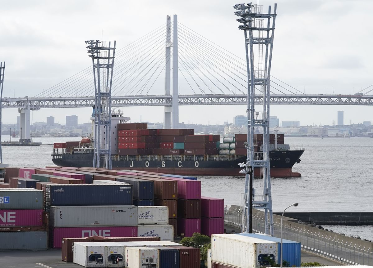 Worsening Japan Export Drop Shows Covid Taking Heavier Toll