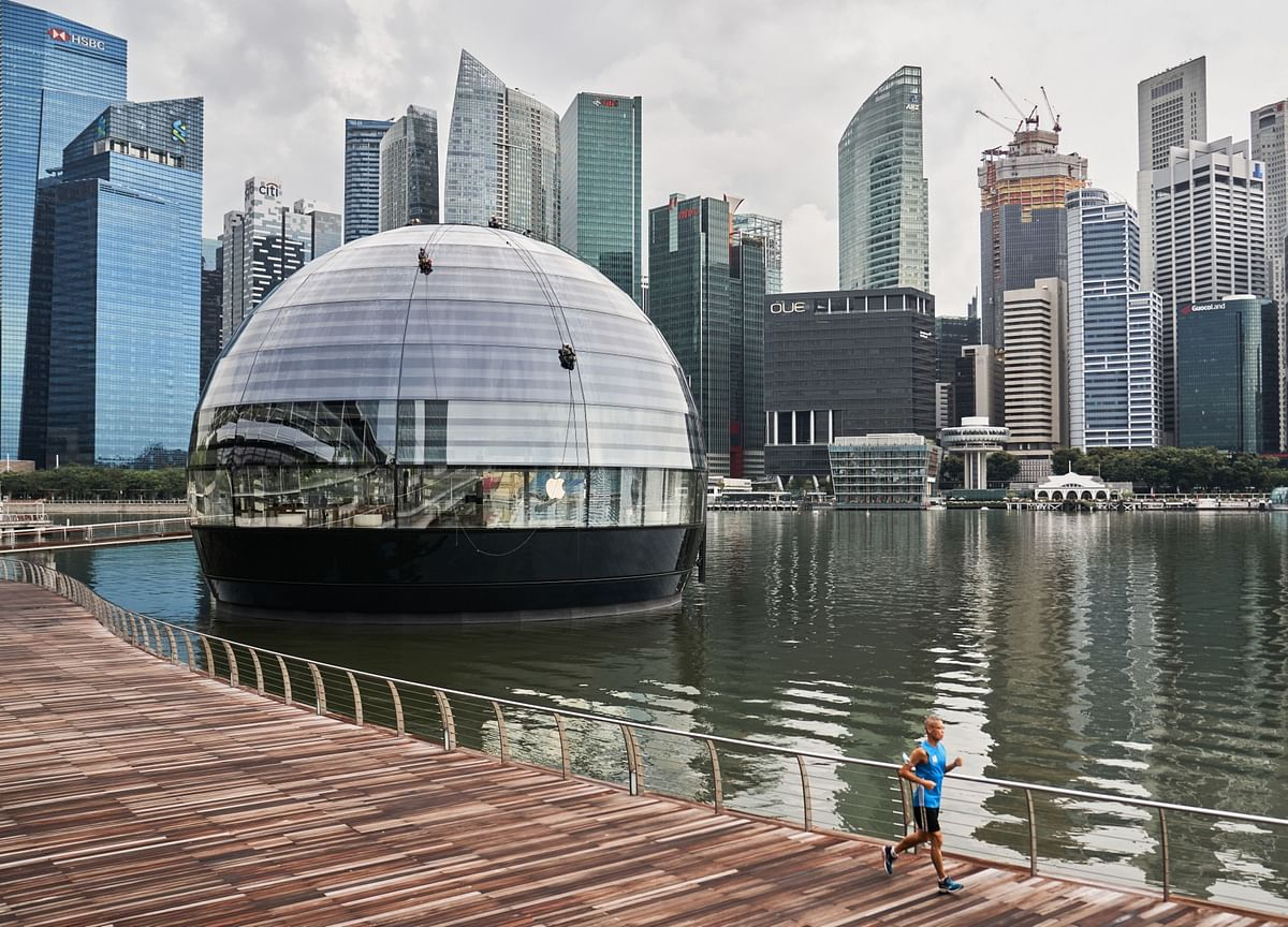 WEF Opts for Singapore Over Davos in 2021 as Europe Cases Surge