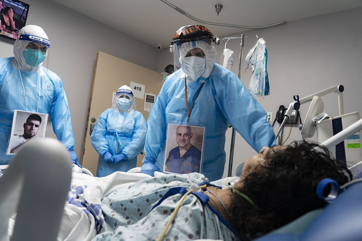 At the United Memorial Medical Center in Houston, medical staff check on a patient in intensive care on Nov. 8. Photographer: Go Nakamura/Bloomberg