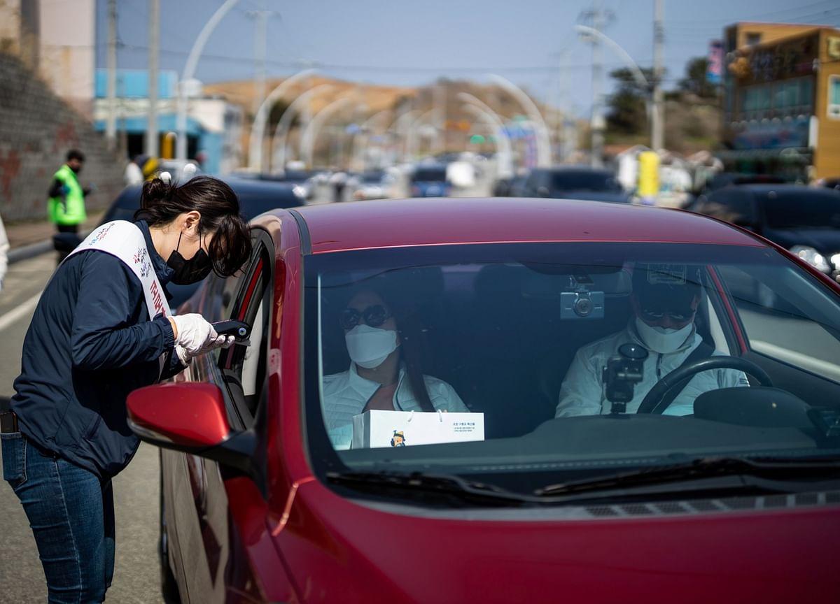 Korea's Consumer Sentiment Retreats Amid Worst Virus Wave