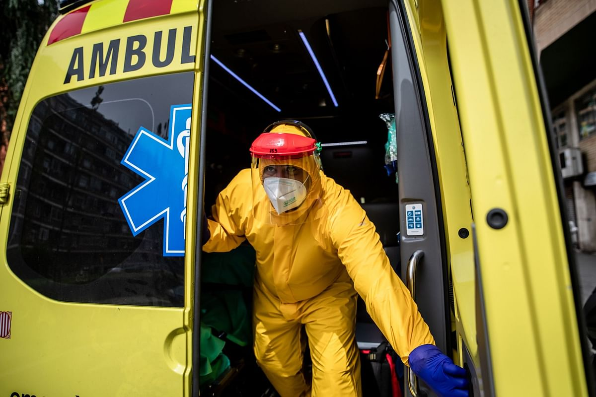 A paramedic shuts the doors of an ambulance in Barcelona on April 17. More than 47,000 people have died from the virus in Spain. Photographer: Angel Garcia/Bloomberg