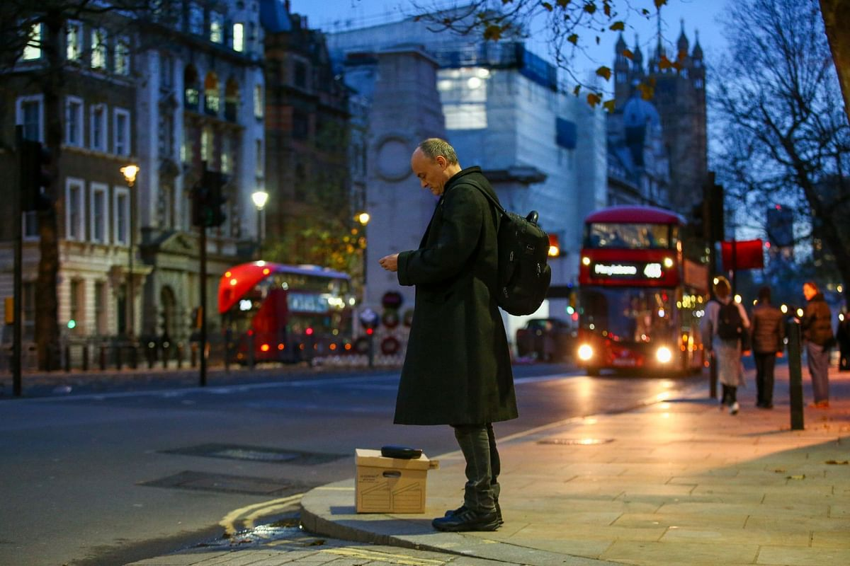 Dominic Cummings quit on Nov. 13 as special adviser to U.K. Prime Minister Boris Johnson. After departing, he  waits on a London street corner with his possessions in a box. Photographer: Hollie Adams/Bloomberg