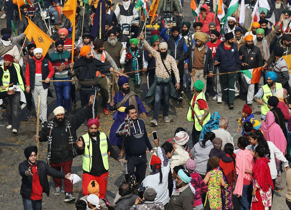 Farmers' Protest: Crowd Swells At UP Gate, 'Excess Force' Removed