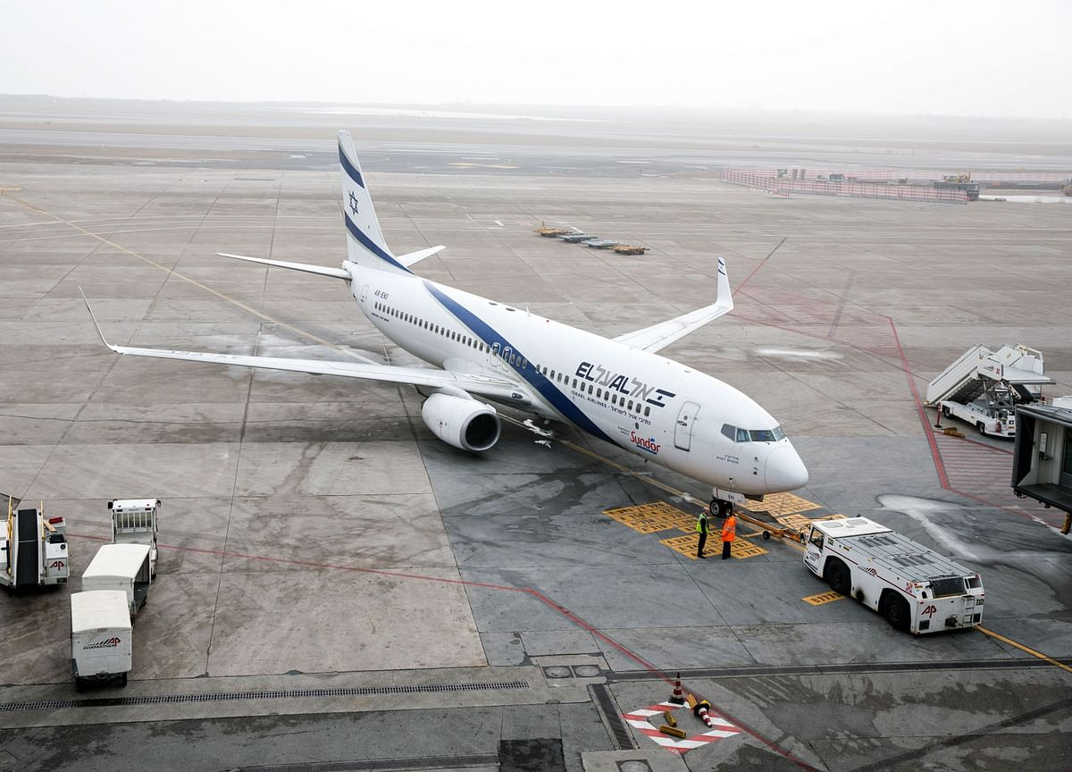 Israel Bars International Flights Until End of Janaury