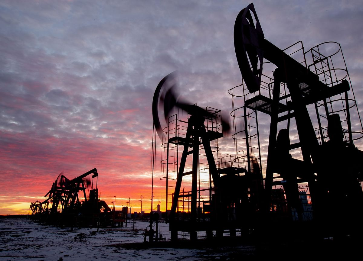 Oil Pares Gains With Weaker Equities Overshadowing Supply Drop