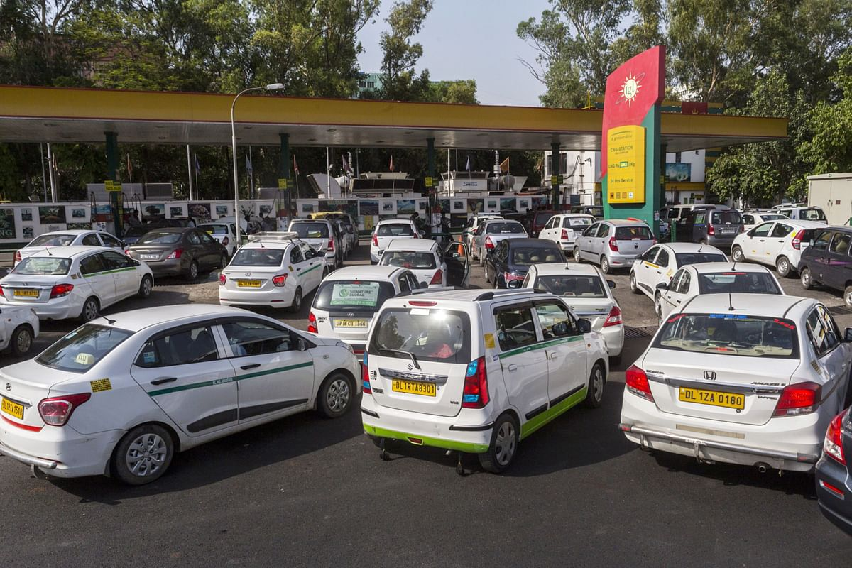 Vehicles wait in line to be refueled with compressed natural gas (CNG) at an Indraprastha Gas Ltd. gas station in New Delhi, India. (Photographer: Prashanth Vishwanathan/Bloomberg)