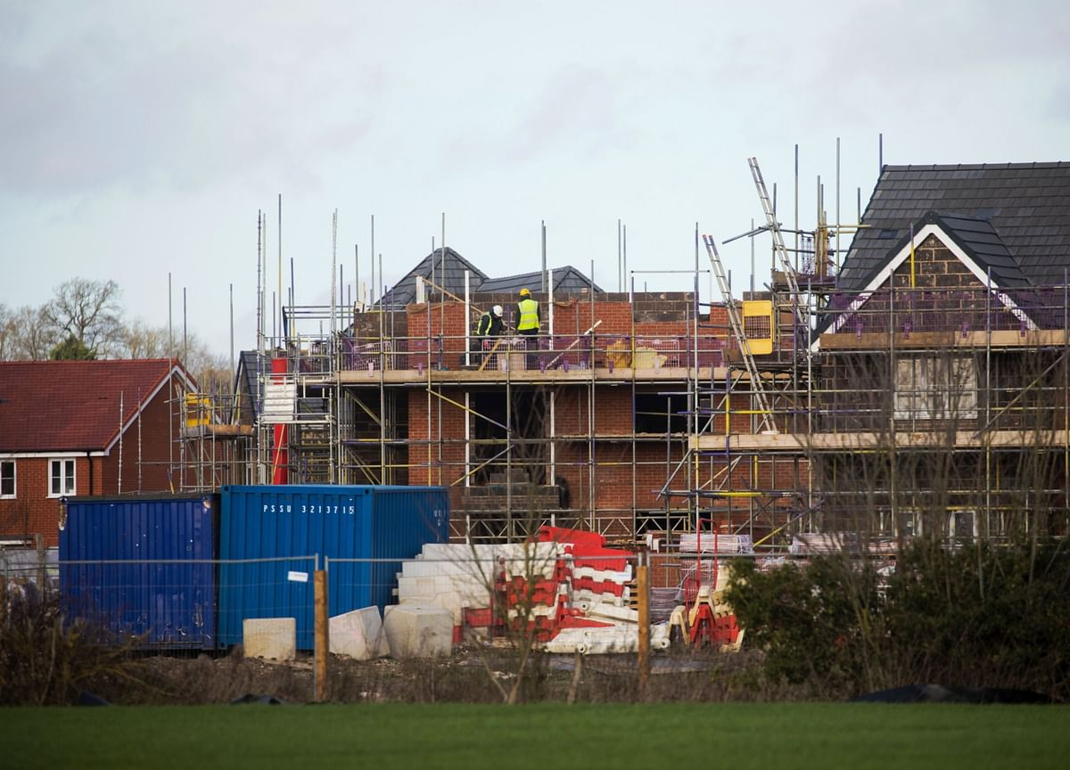U.K. Housebuilders Face Shortages And Cost Hikes as Brexit, Virus Disrupt Trade