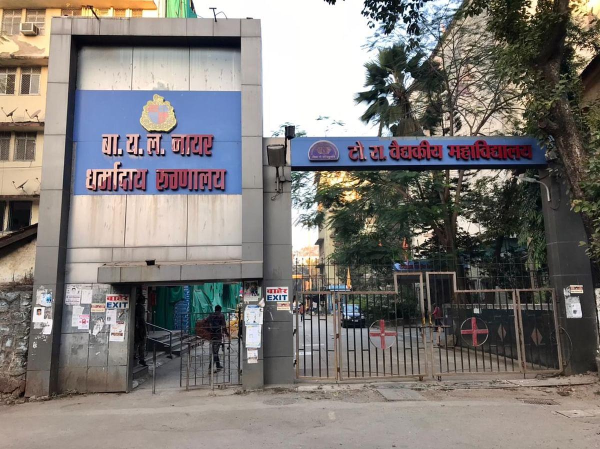 Entrance of Nair Hospital, one of the designated Covid vaccination centres in Mumbai. (Photographer: Vijay Sartape/BloombergQuint)