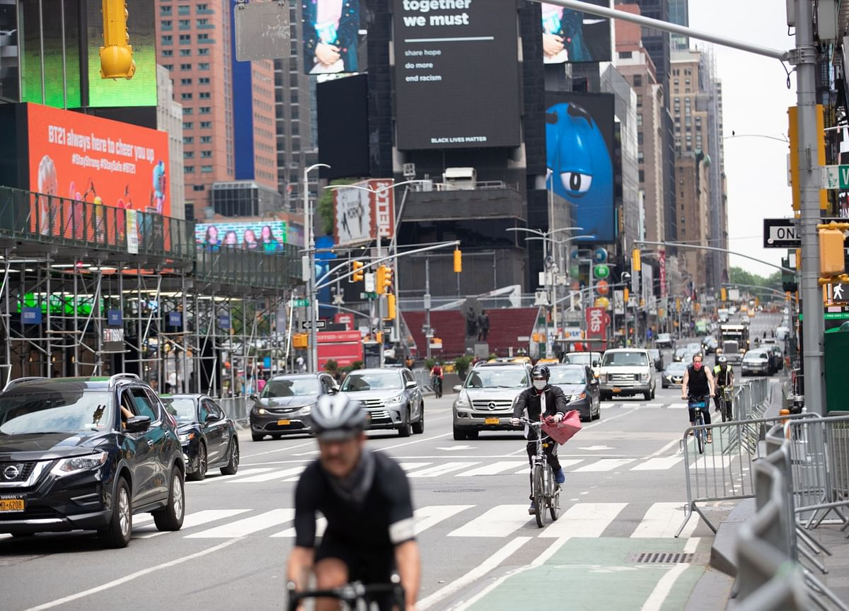 New York Traffic Thins as Virus Shunts Hopes for Prompt Recovery