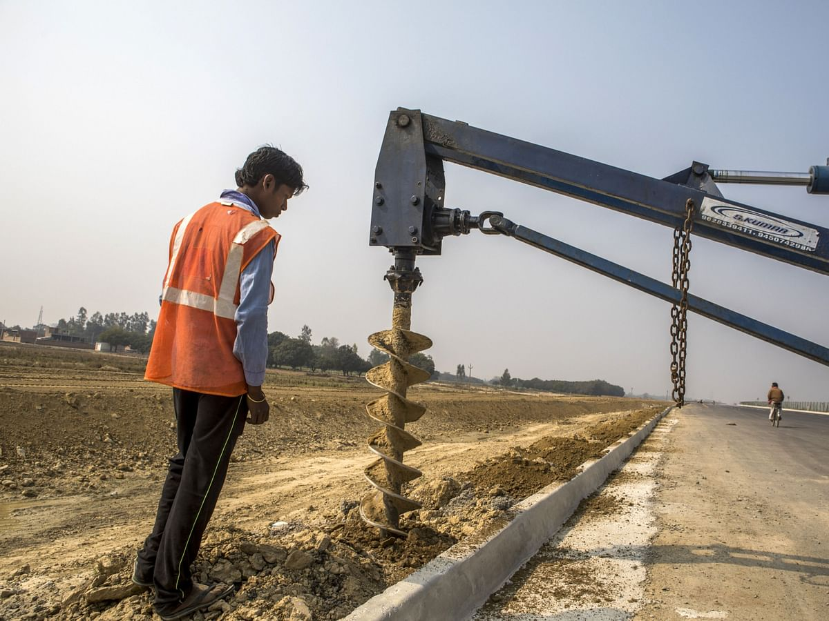 India Mulls Bank With $13.7 Billion Equity Capital To Fund Roads