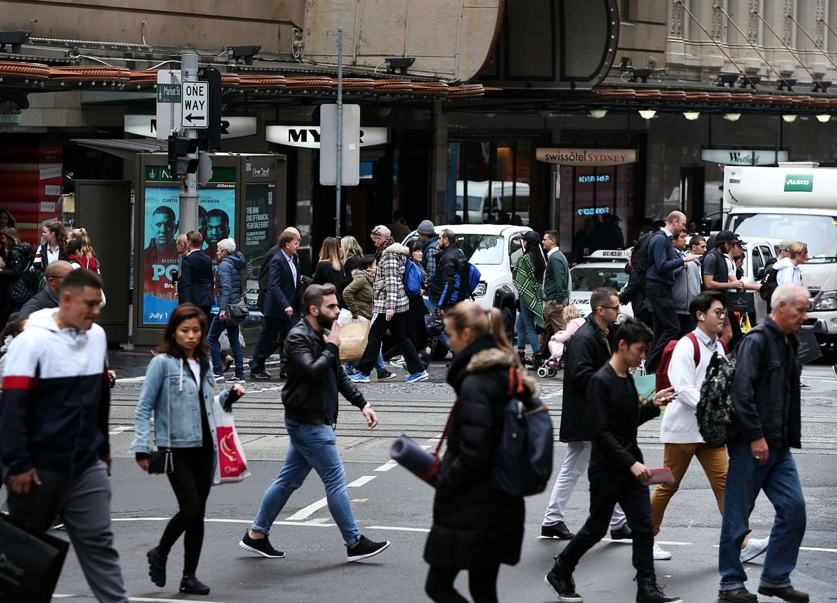 Australia Unemployment Falls to 6.6% as Recovery Strengthens