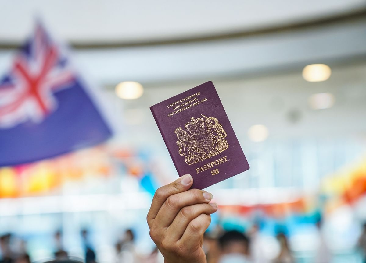 U.K. Expects 300,000 People to Leave Hong Kong, Move to Britain