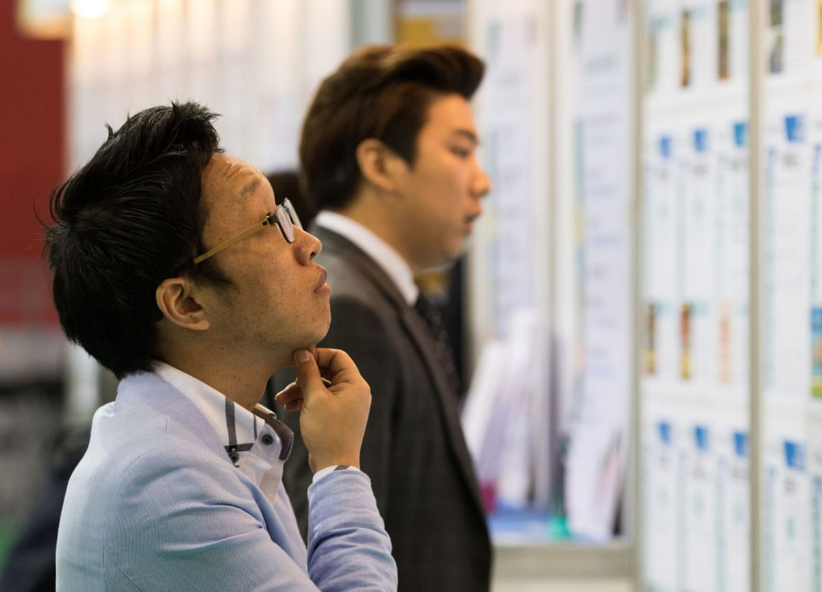 South Korea's Jobless Rate Hits 10-YearHigh as Virus Surges