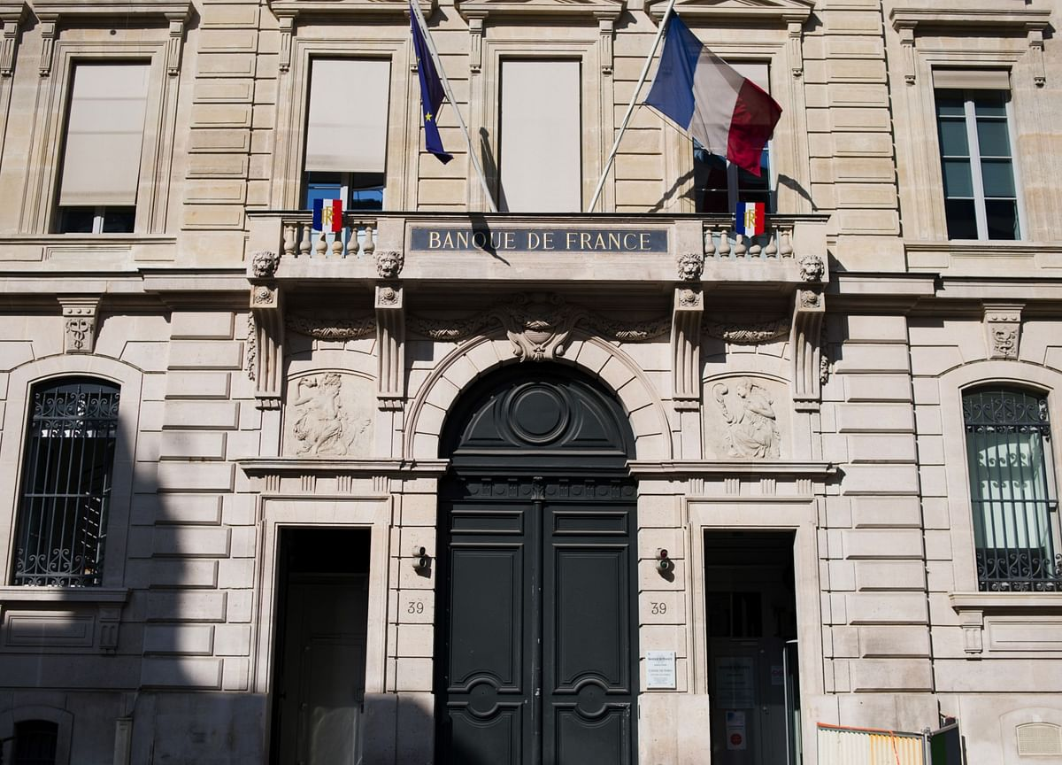 French Economy Stabilizes at 5% Below Pre-Pandemic Levels