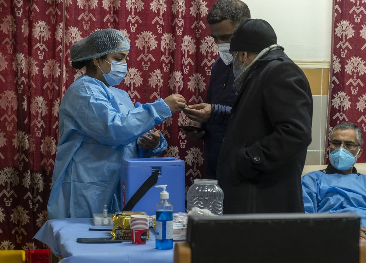 Coronavirus India Updates: Active Cases Drop To 1.6 Lakh Even As Vaccination Drive Slows Down