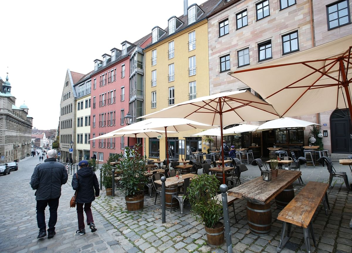 Merkel Proposes Gradual Opening of Shops, Hotels From Next Month
