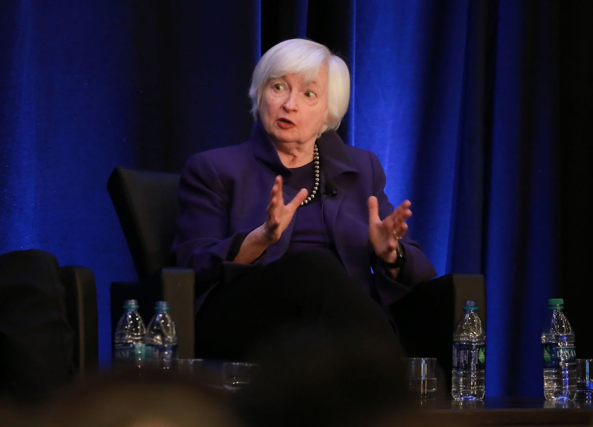 Yellen Shift on Vast Treasury Cash Pile Poses Problem for Powell