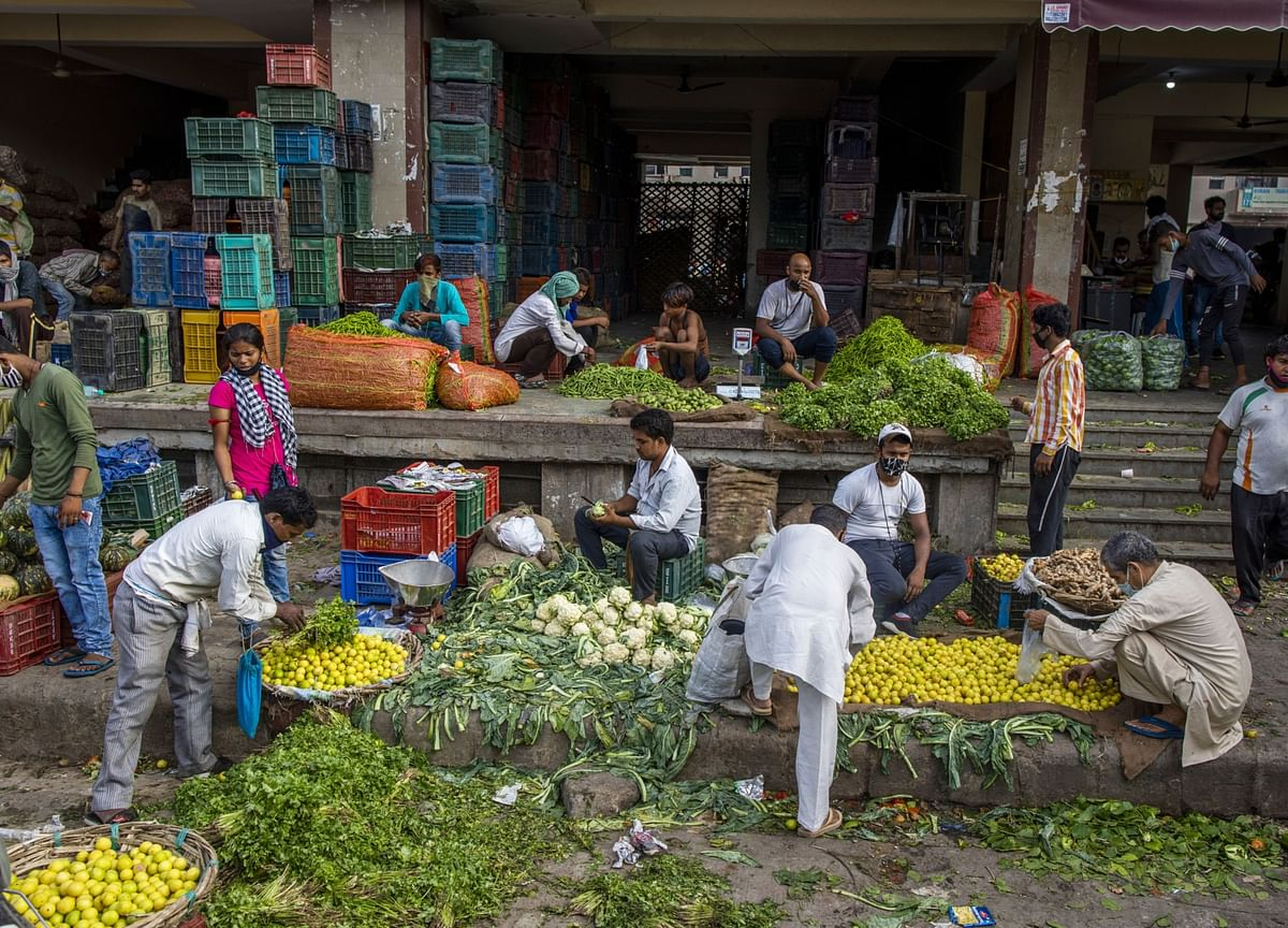 India Inflation Staying Above 6% Seen as Risk to Rates Path