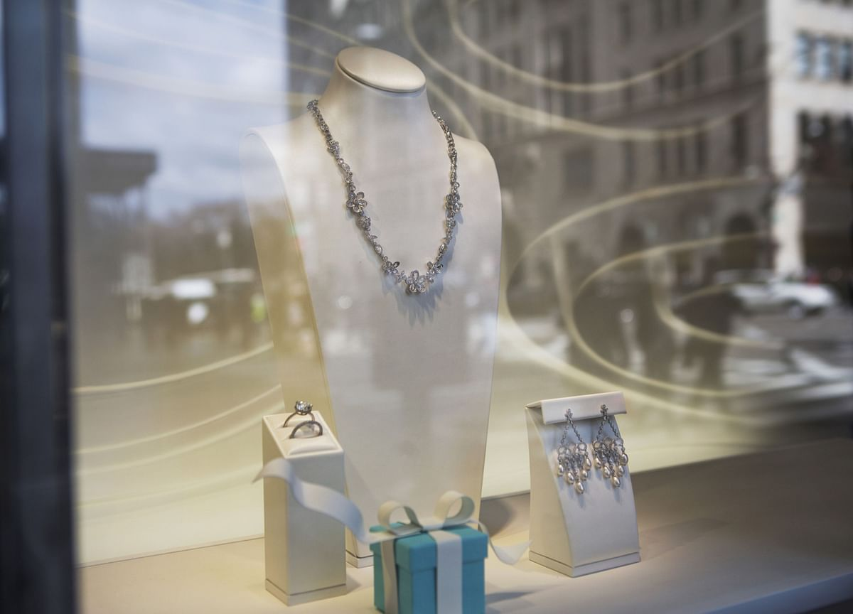 U.S. Jewelers Brace for Valentine's Day Without a Stimulus Boost