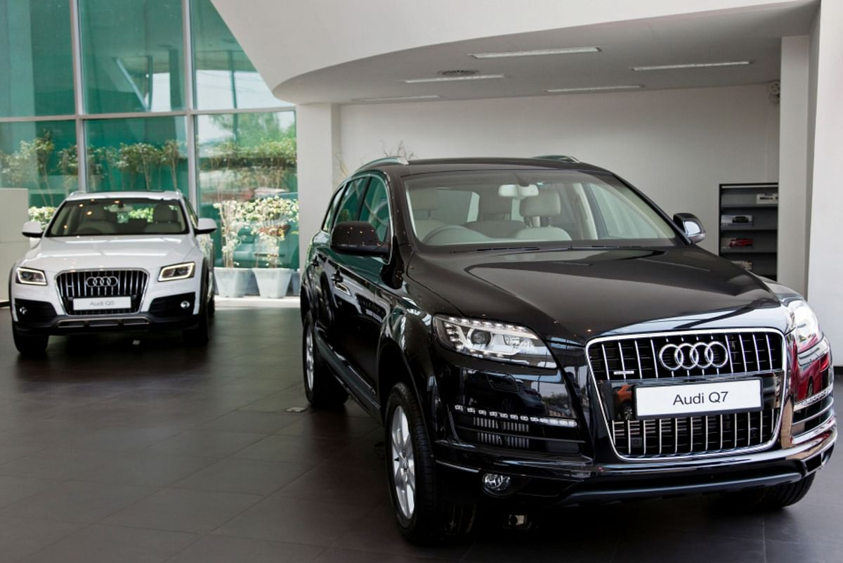 The Volkswagen AG Audi Q7 sport-utility vehicle (SUV), right, and the Audi Q5 SUV stand on display inside the Audi Delhi South dealership in New Delhi, India. (Photographer: Graham Crouch/Bloomberg)