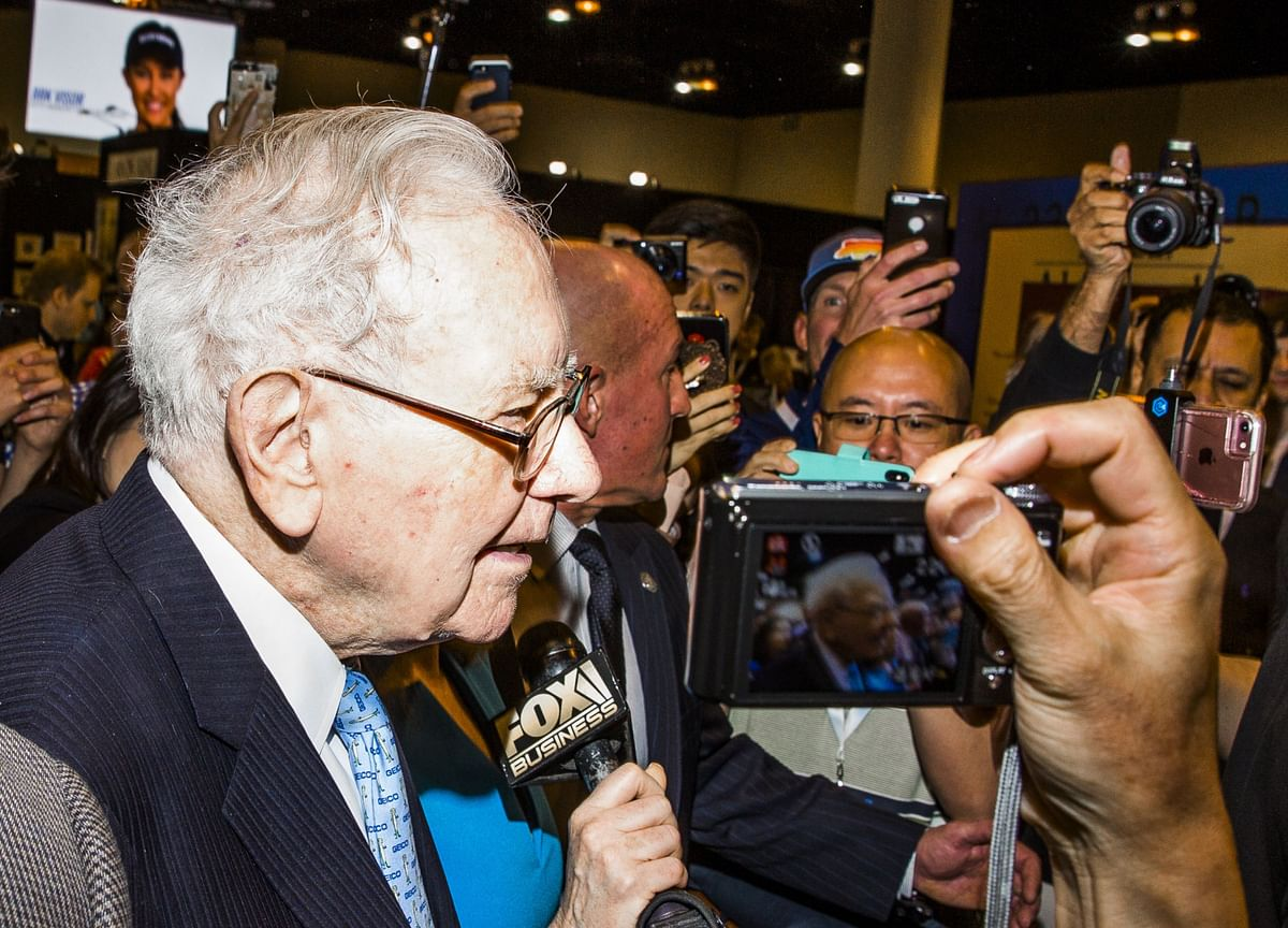 Buffett's 'Tone Deaf' Annual Letter Skirts Major Controversies