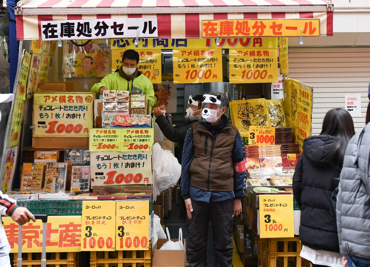 Japan Wages Down Most Since 2015 as Winter Bonuses Slide