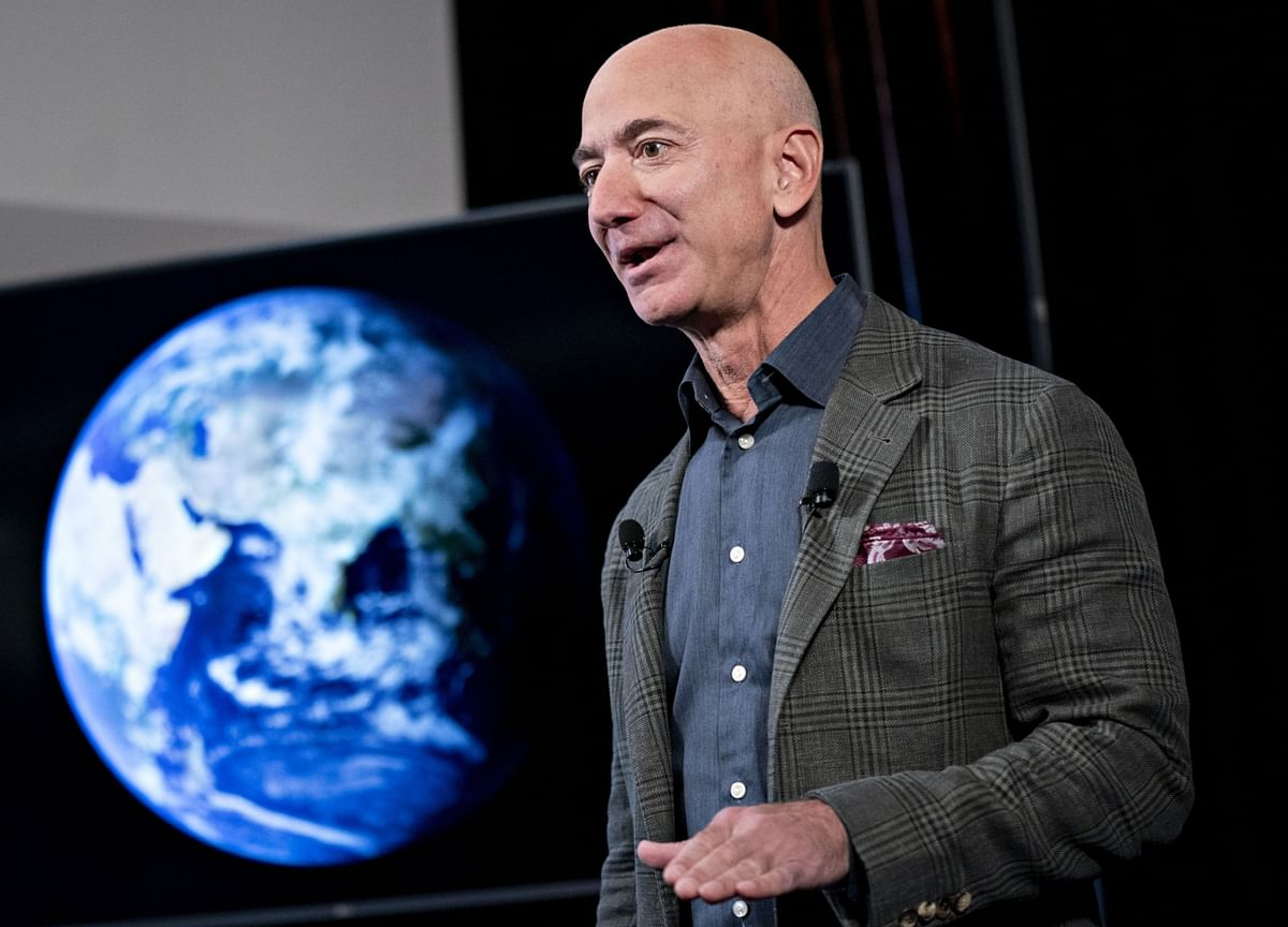 Bezos Reclaims Title of World's Richest After Musk Slips