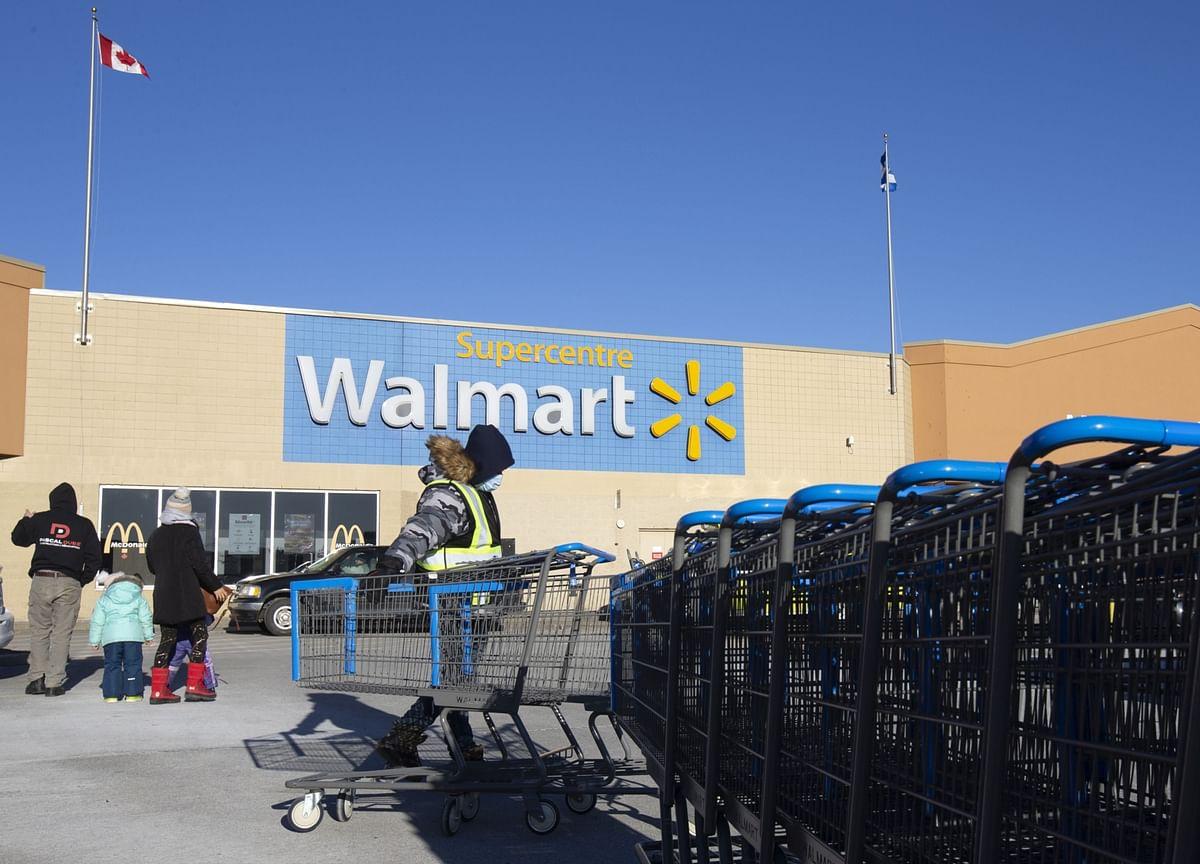 Walmart Lures Goldman Bankers in Bid to Fight Wall Street