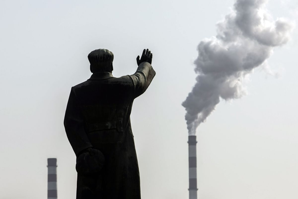 A statue of Mao Zedong in front of smoke stacks in Fuxin, Liaoning province, China, on Nov. 16, 2020. (Photographer: Qilai Shen/Bloomberg)
