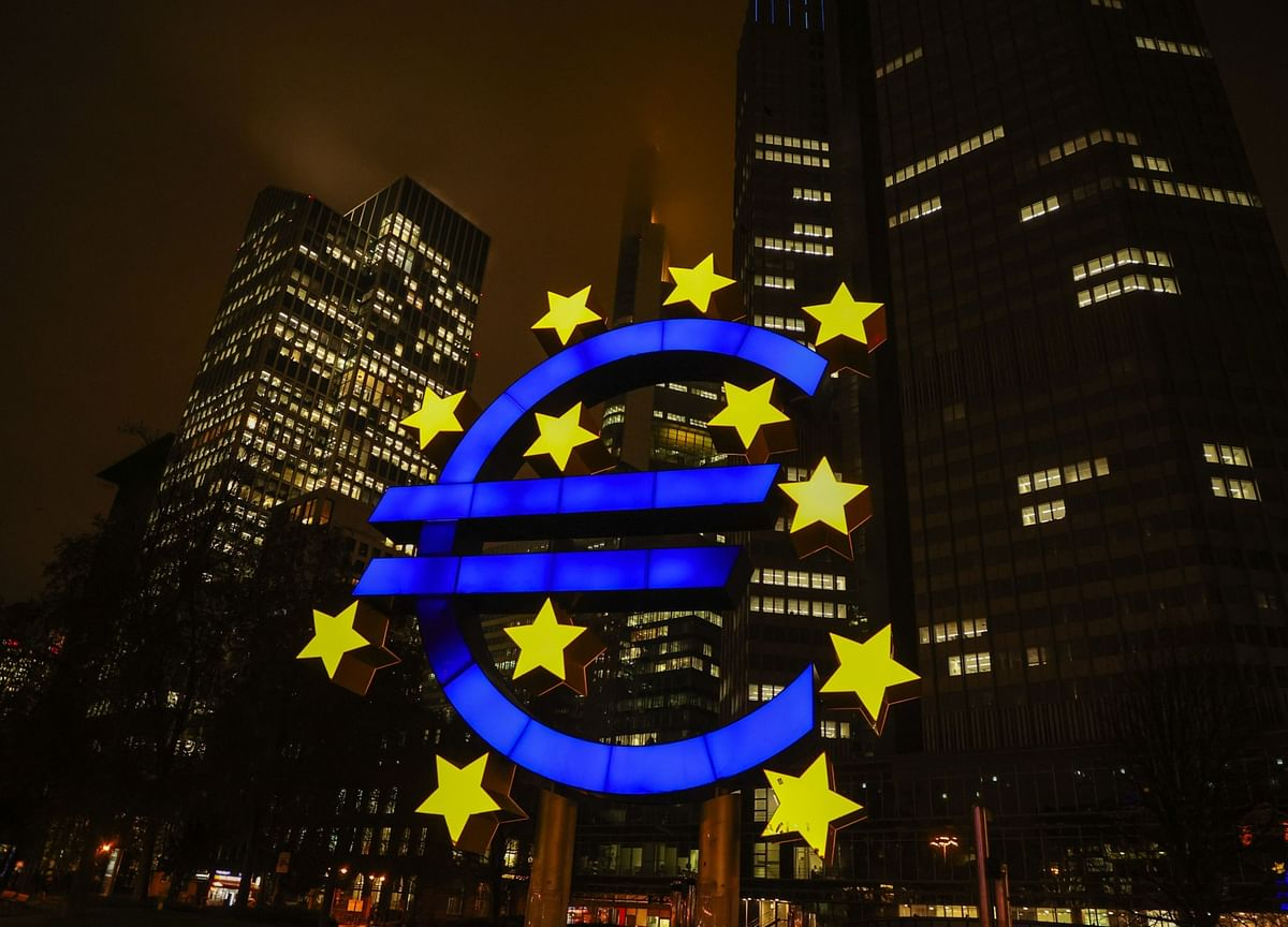 ECB Ramps Up Bond-Buying Speed to Contain Rising Bond Yields