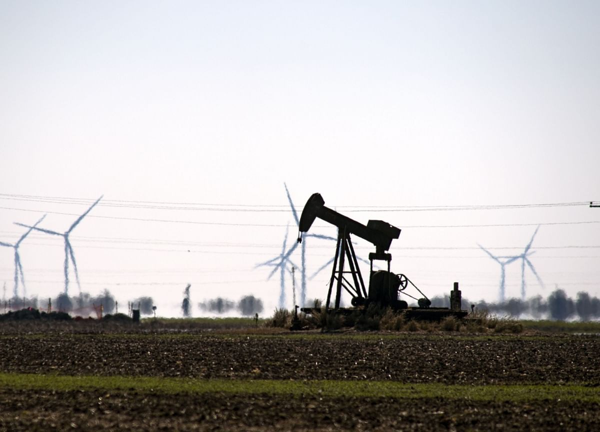 Oil Falls By Most in 6 Months as Recovery Falters
