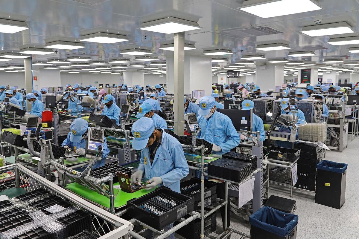 Workers assemble mobile phones at a factory in Noida, Uttar Pradesh, on Jan. 28, 2021. (Photographer: Anindito Mukherjee/Bloomberg)