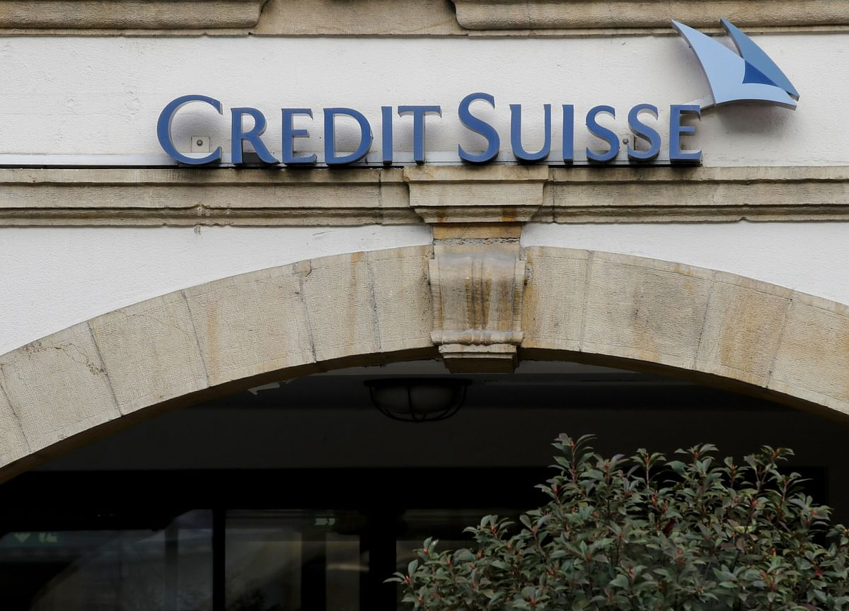 Credit Suisse Starts Probe of Collapsed Funds, Suspends Managers
