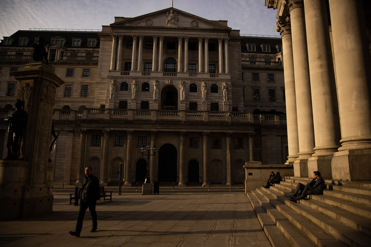 What Worries BOE Officials Now Is Jobs, Not the Inflation Threat