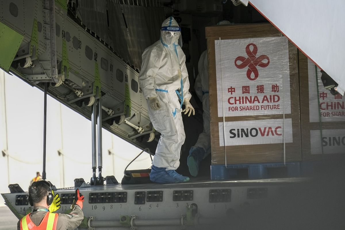 Philippines Begins Vaccinations With China-Donated Sinovac Shots