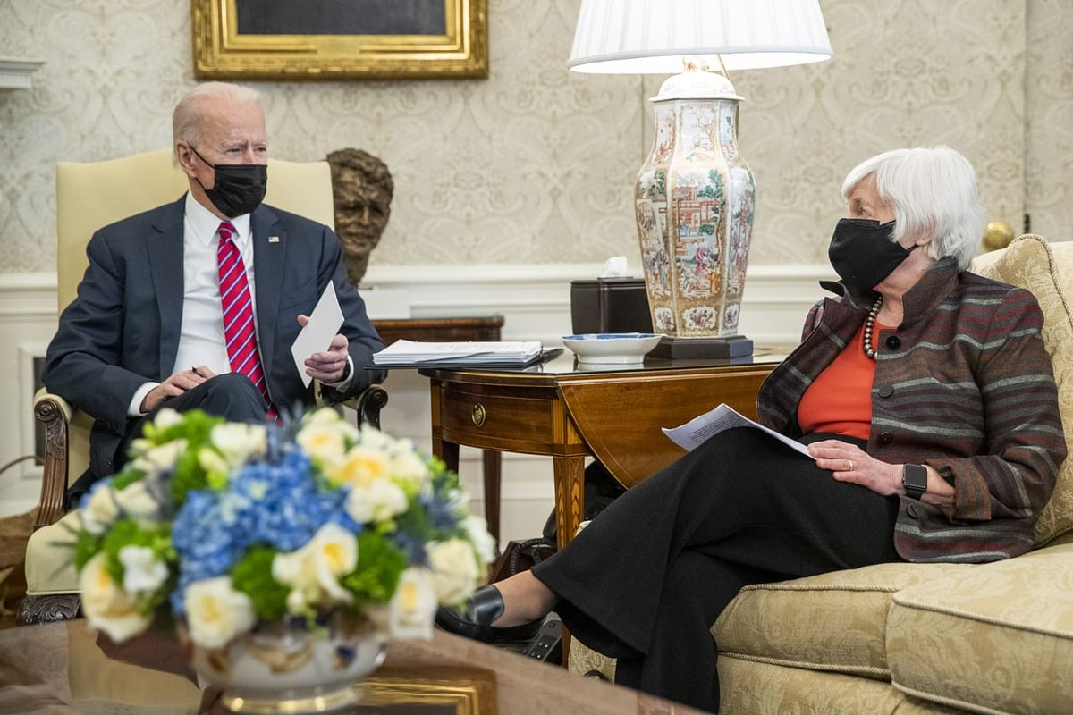U.S. President Joe Biden speaks with Treasury Secretary Janet Yellen, U.S. at the White House on Jan. 29, 2021. (Photographer: Shawn Thew/EPA/Bloomberg)
