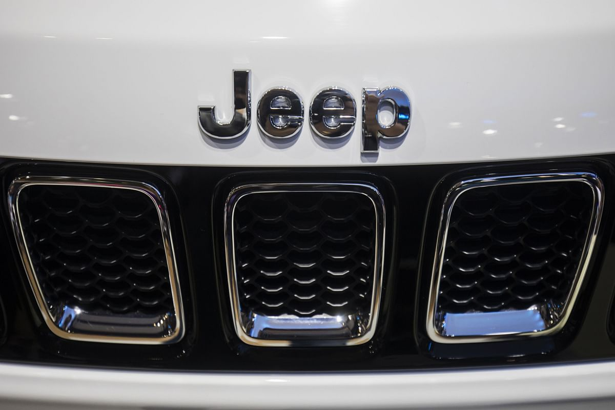 Branding is displayed on the hood of a Fiat Chrysler Automobiles NV Jeep Compass sports utility vehicle (SUV).Photographer: Qilai Shen/Bloomberg