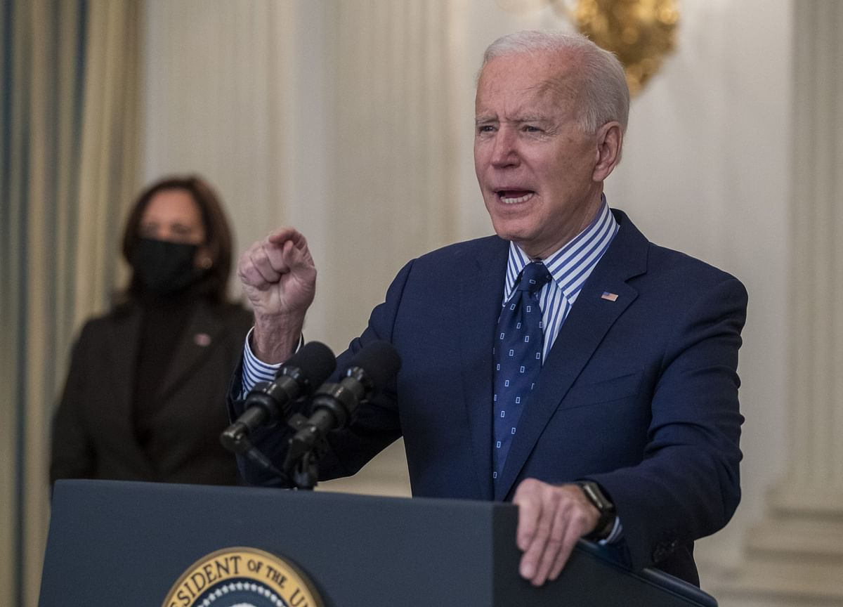 Biden Warns Putin Over Hacking But Proposes Summit in a Call