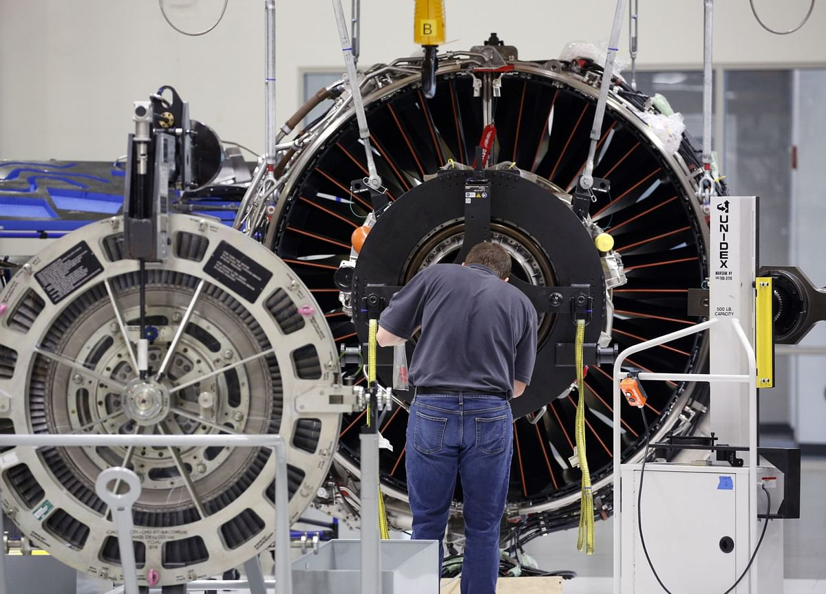 GE Slips as Aviation Woes Show Much Remains on Culp's To-Do List