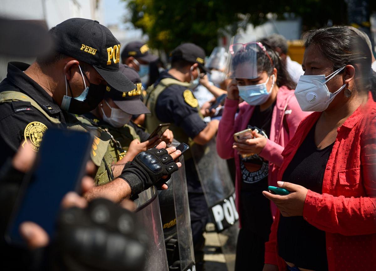 Peru Stocks Tumble as Presidential Vote Spooks Investors