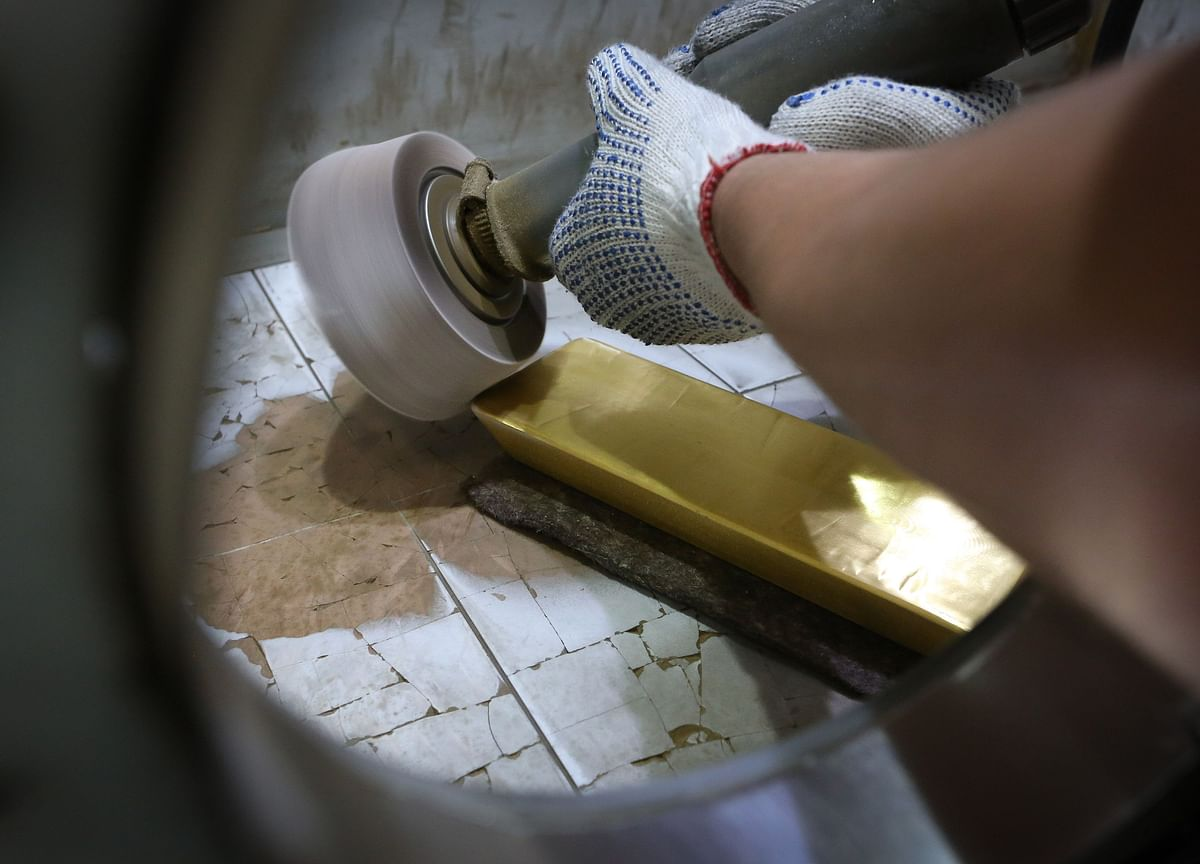 Gold Declines Amid Stronger-Than-Expected U.S. Jobs Report