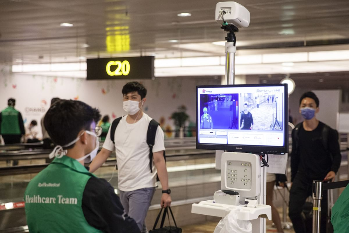 Singapore, UAE to Bar Travelers From India on Virus Threat