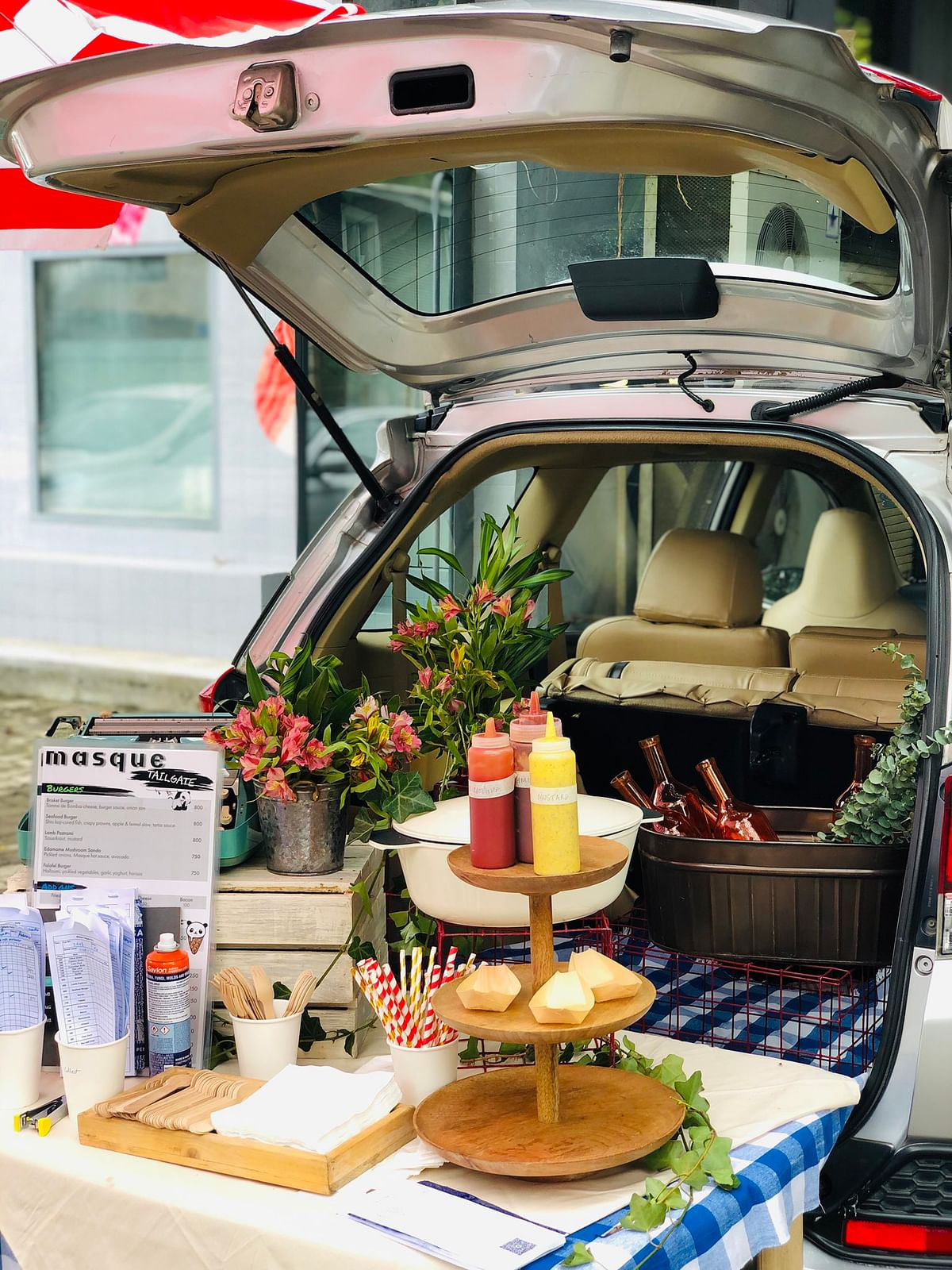 Outdoor dining via Masque Tailgate. The restaurant served patrons in an open air parking area in 2020 when the coronavirus was raging in Mumbai. (Image: Masque on Twitter)