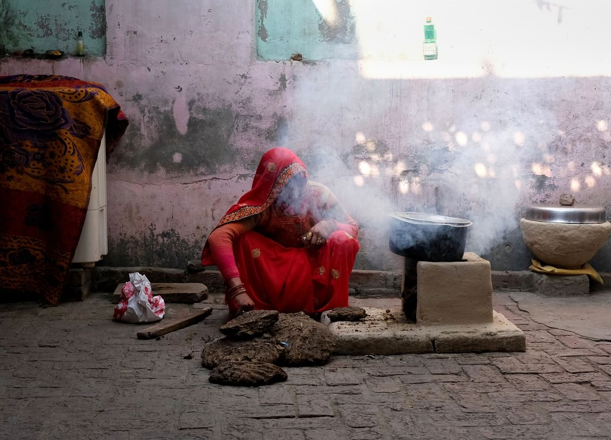 India Politicians Vow to Pay Women for Housework as Virus Rages