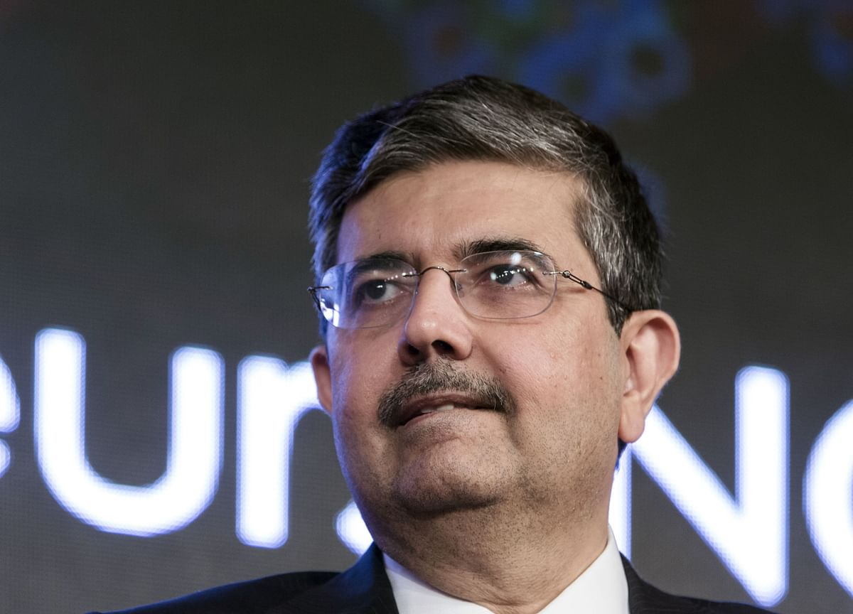 Kotak Mahindra Shares Fall as India Caps Founder-CEOs' Term