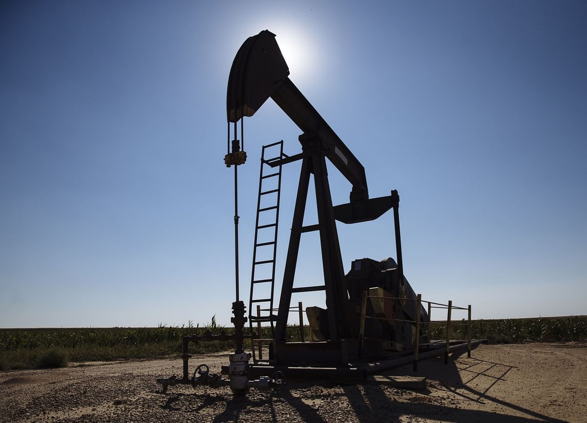 Oil Edges Higher With U.S. Outlook Sustaining Price Breakout