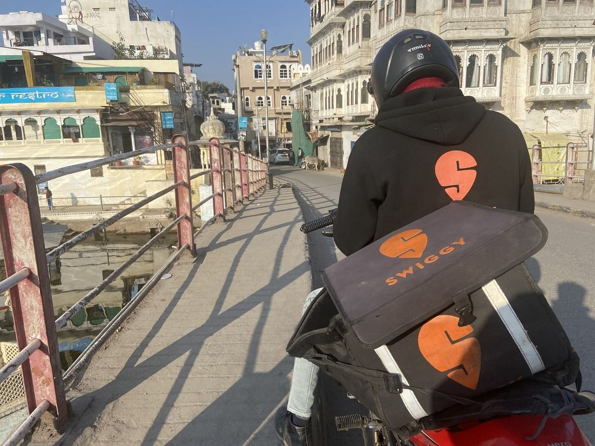 India Food Delivery Firm Swiggy Gets $800 Million in Funding