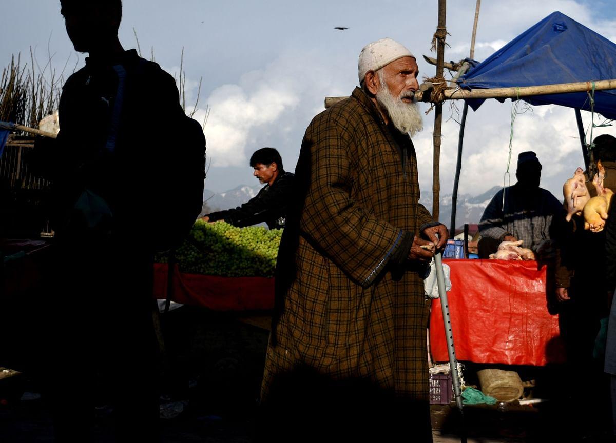 Pakistan Links Resumption of India Trade to Progress on Kashmir
