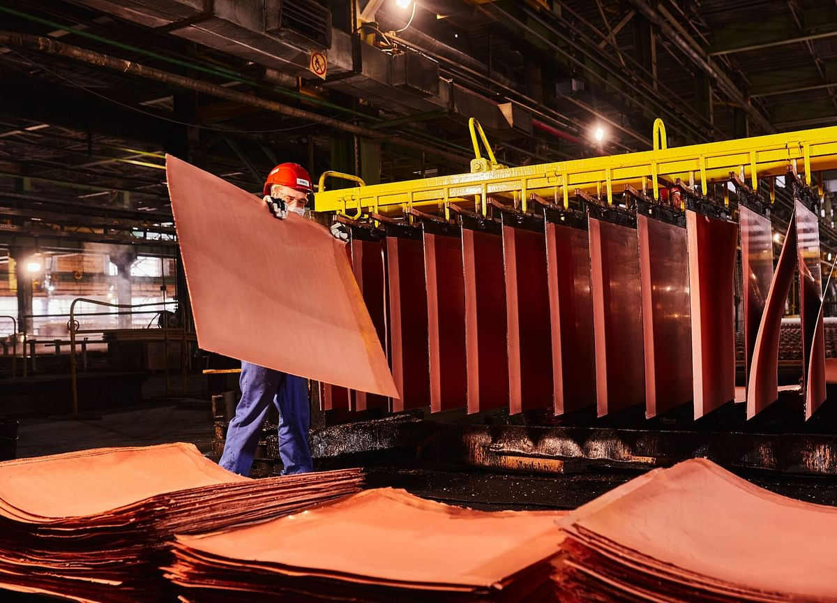 Copper Resumes Gains as Supply Risks, China Demand Buoy Outlook