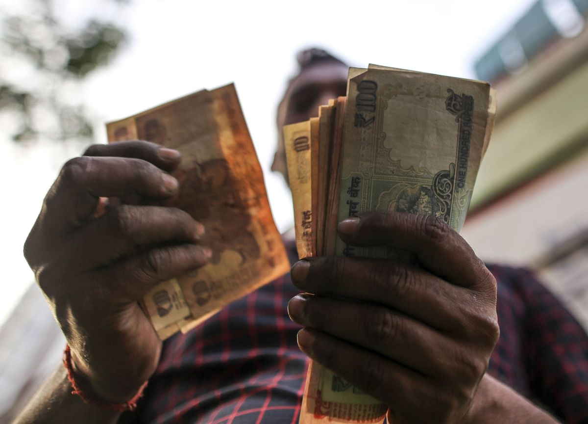 Rupee Outperforms on Bets India Covid Crisis May Have Peaked